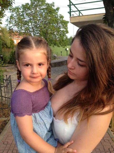 La tata tuvo que cuidar de su hermana mientras fuimos a la clase de baile... la cara de ilusión la delata jajaja