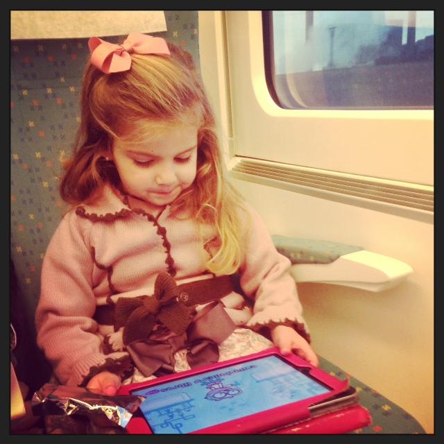 Bajamos en Tren... como la gusta y como entretiene el Ipad....