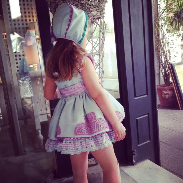 Es de esos vestidos que te enamoras sin pensarlo... y ademas tenian los zapatos a juego... con lo que a mi me gusta que sea todo igual.... anss