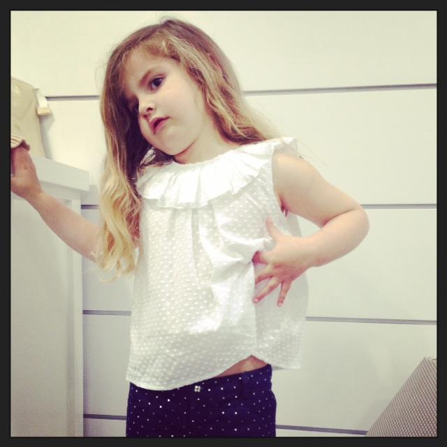 El short tiene un boton tan bonito que Paula decia que era de princesa...