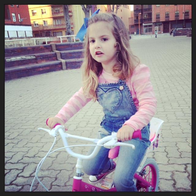 Paula y su bici... acaban conmigo....