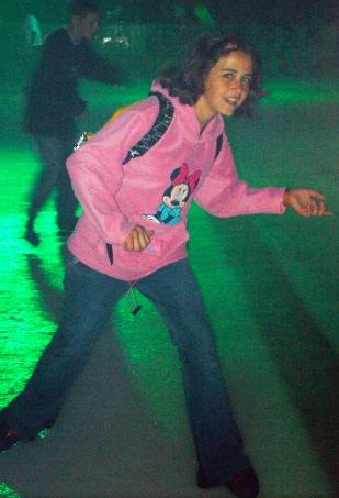 Con 11 años seguia poniendosela... como la gustaba su sudadera de Minnie