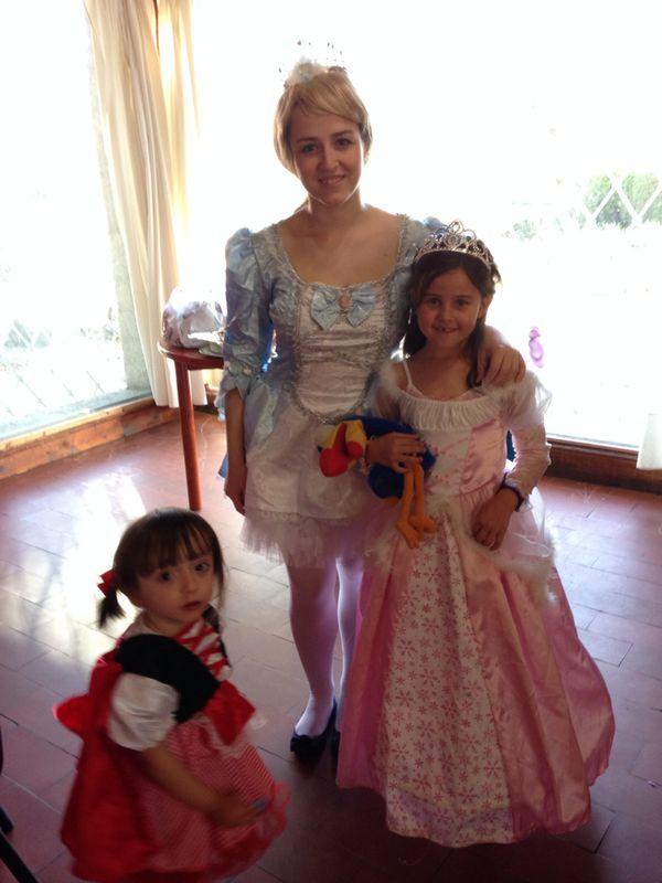 Aqui las princesas con Leti... de cenicienta...