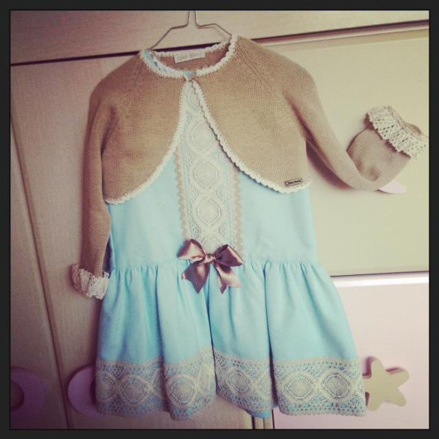 vestido de Miss clementina... chaqueta de Cesar Blanco.
