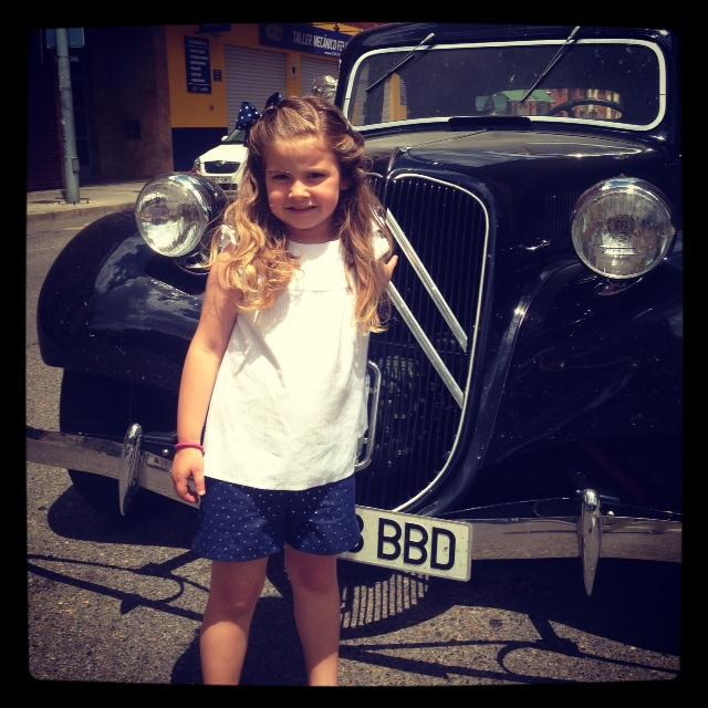 Mama..., mira que coche mas bonito...