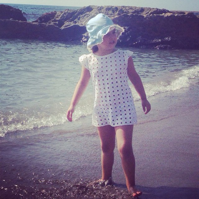 Como disfruta Paula del mar... es como su madre ... MARADICTA jajjaa