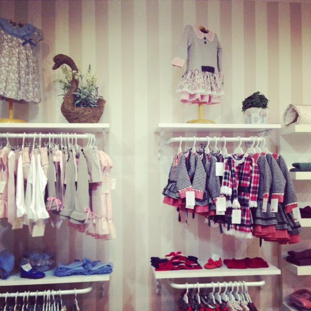 A la tienda no la falta detalle y tienen las mejores marcas de moda infantil.