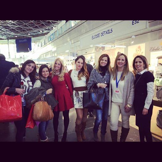 Un placer encontrarte con algunas de las diseñadoras de moda En la foto estan de Izq a derecha Rosa, Eva, Beatriz, Davinia, Mayte, Servidora, y Sonia del blog MAMA LOCA POR LAS COMPRAS.
