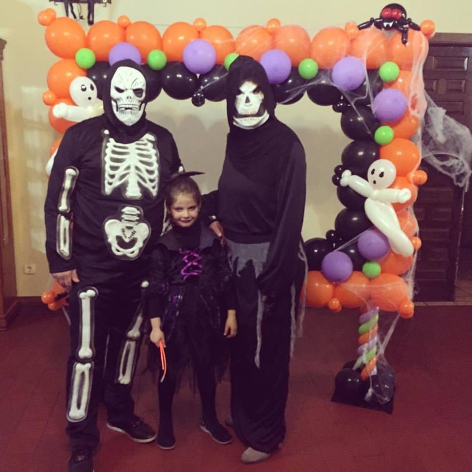 Y llego Halloween... y todos nos disfrazamos porque ellla lo pide.... ainss