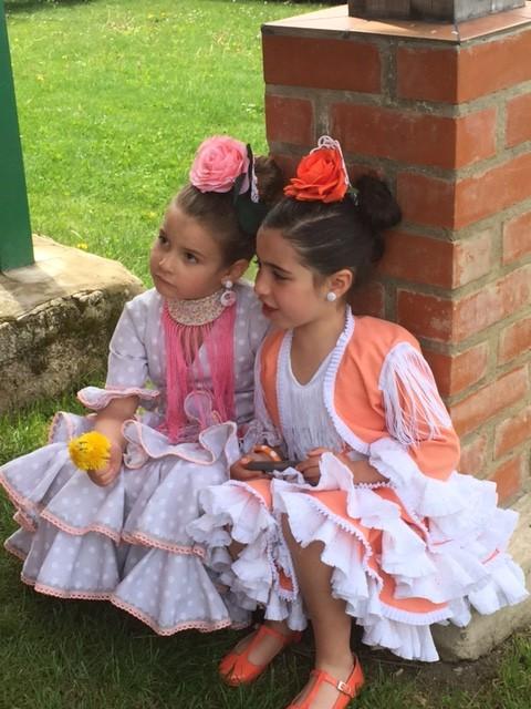 La feria de abril nos trajo una foto y unos recuerdos de por vida.... Marta de la Calila Azul la vistio como una flamenca guapa.... para ella va de Sevillana aunque sea de Flamenca...