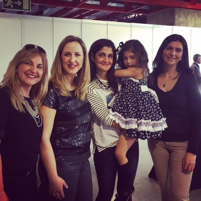 Con Nuria y Rosi y sus pequeñas... y Raquel de Milu