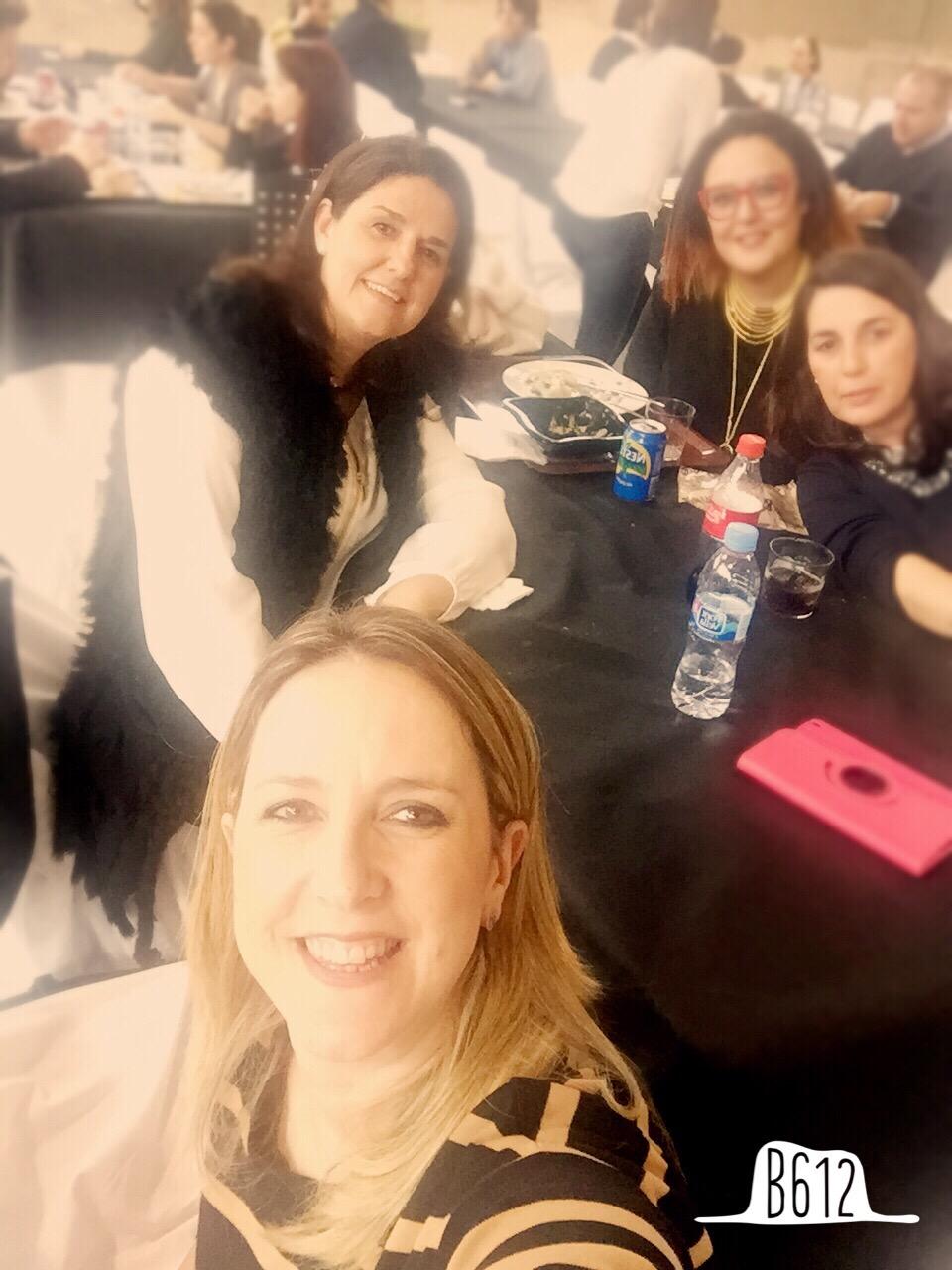 La comida fue muy pero que muy divertida.... EN la foto con Cristina de FIMI con Paqui de Selobaby y Marta de La Calila Azul