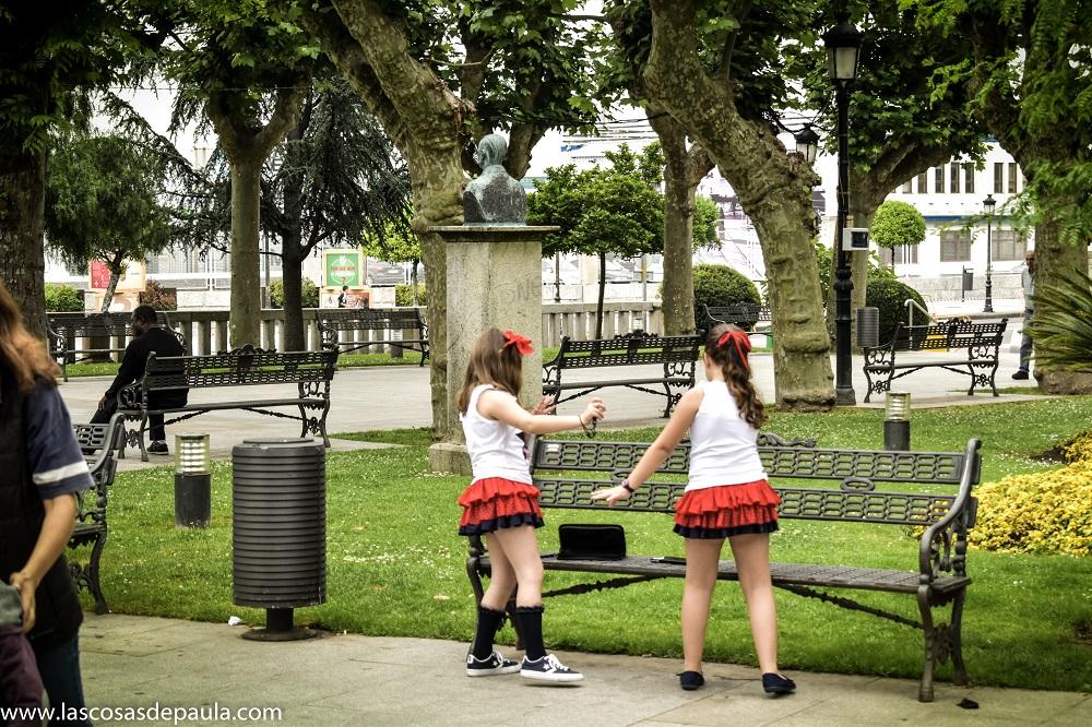 Las niñas bailando con la nintendo switch