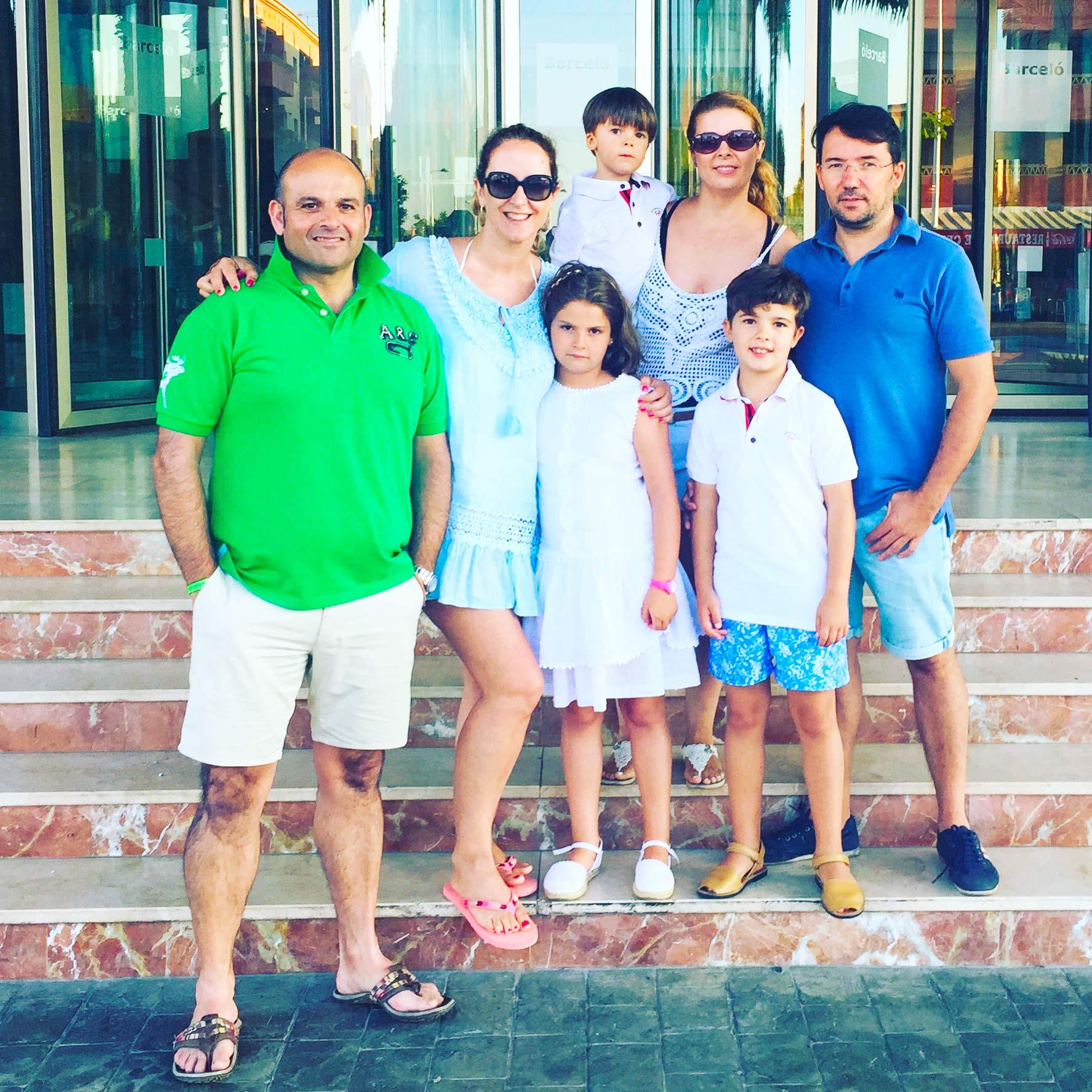 Con Yolanda de la tienda LA NIÑA DE LOS NIÑOS y su familia... que gente mas cercana y que bien conectaron los niños con Paula... GRACIAS por ese abrazo tan rico que me diste....