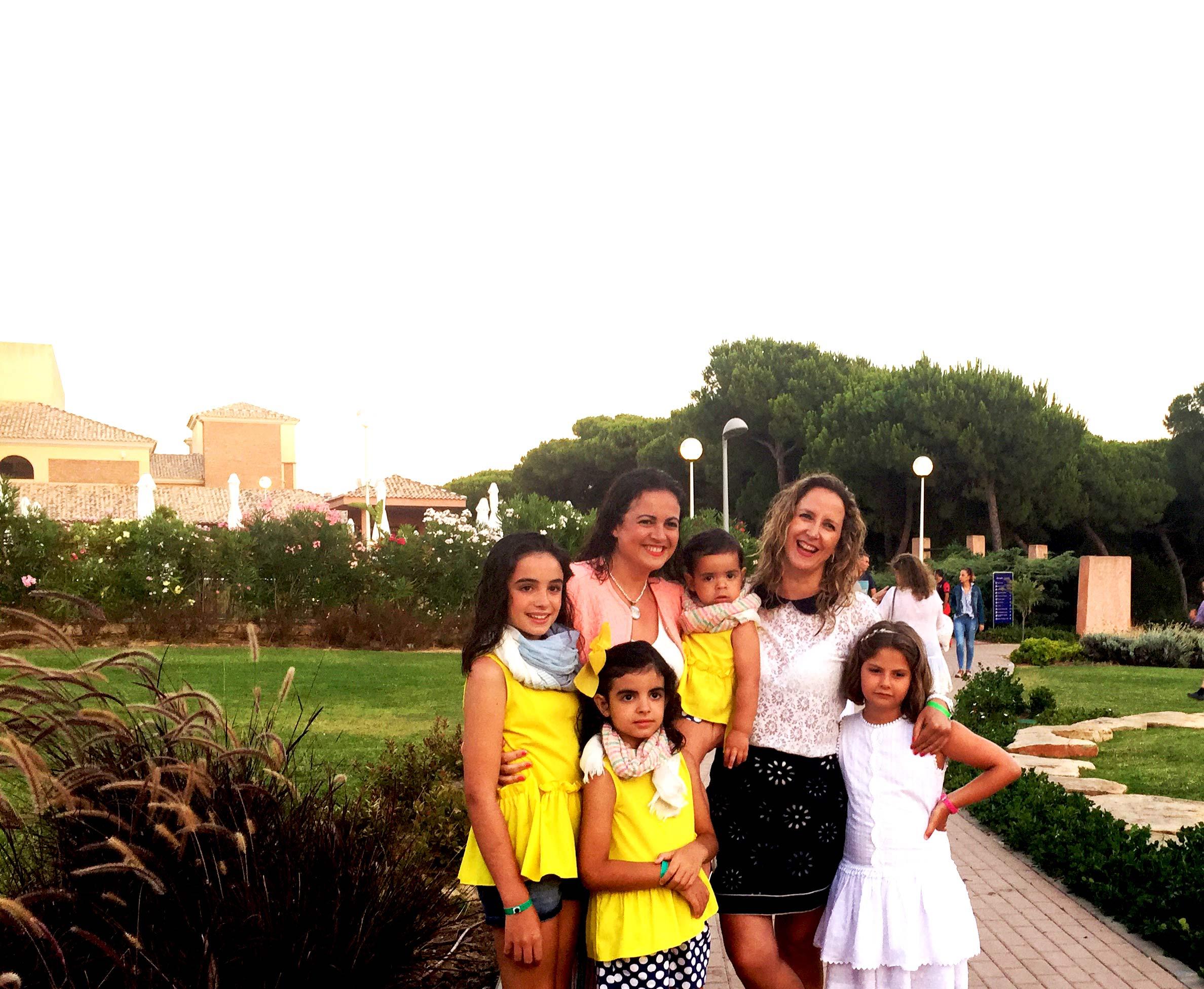Con Prado y sus tres muñecas... que chica mas cercana y mas normal... me encanto estar contigo... que lo sepas.