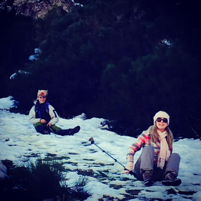 Con Pablo bajando la ladera sentada.... menudo rato mas malo jajaja