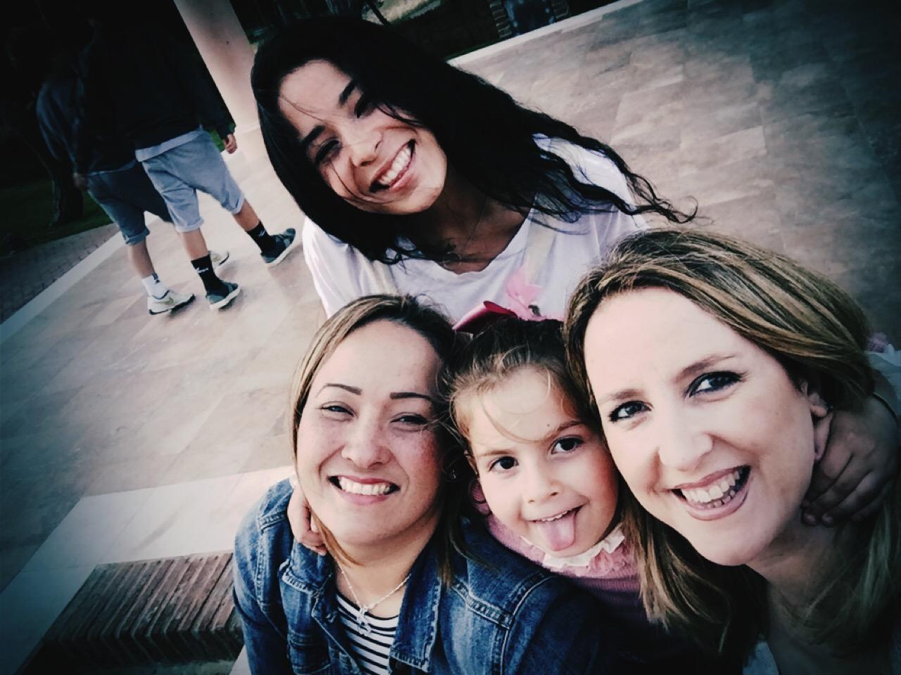 Con Gabby y su familia... Paula de malona...