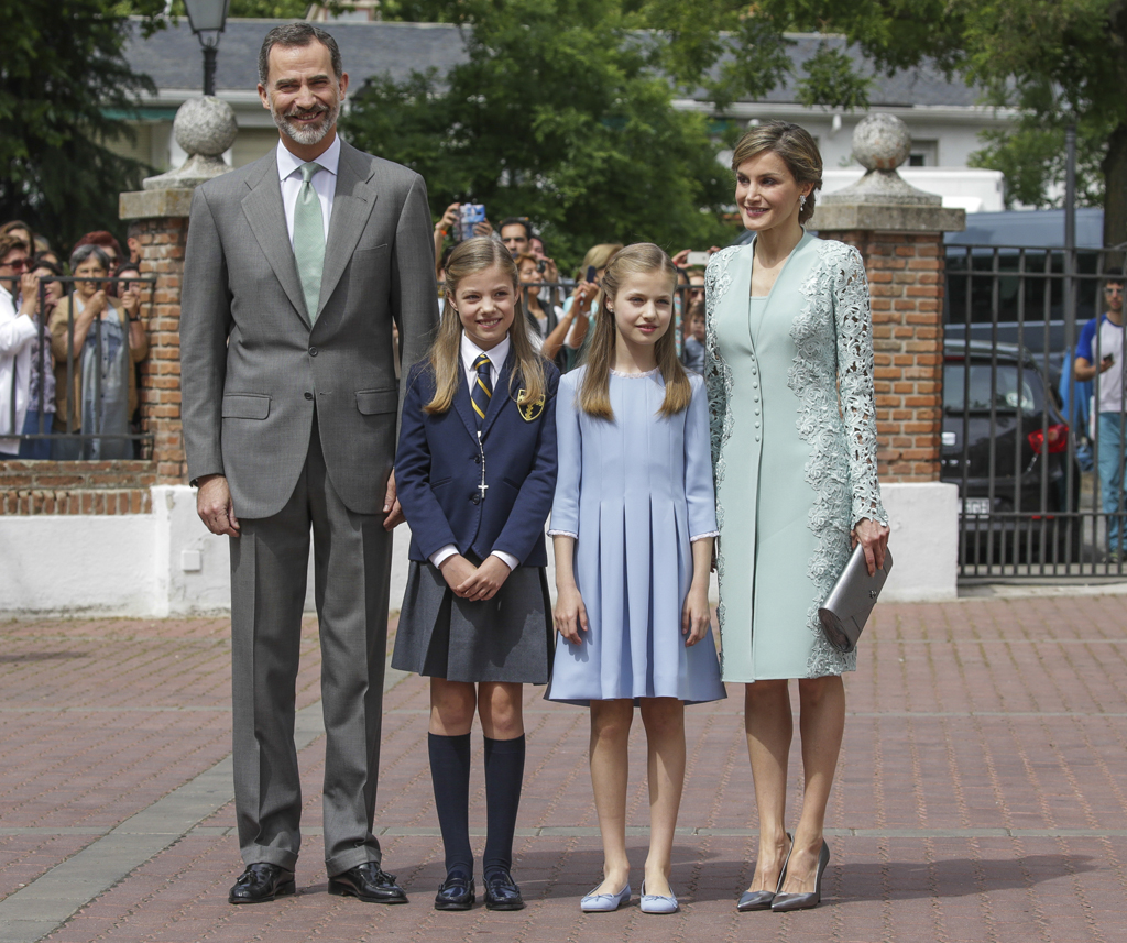 Infant Sofia de Borbon during her first holy communion with her parents Spanish King Felipe VI and Queen Letizia and her sister Leonor de Borbon in Madrid, Spain, Wednesday, May 17, 2017.