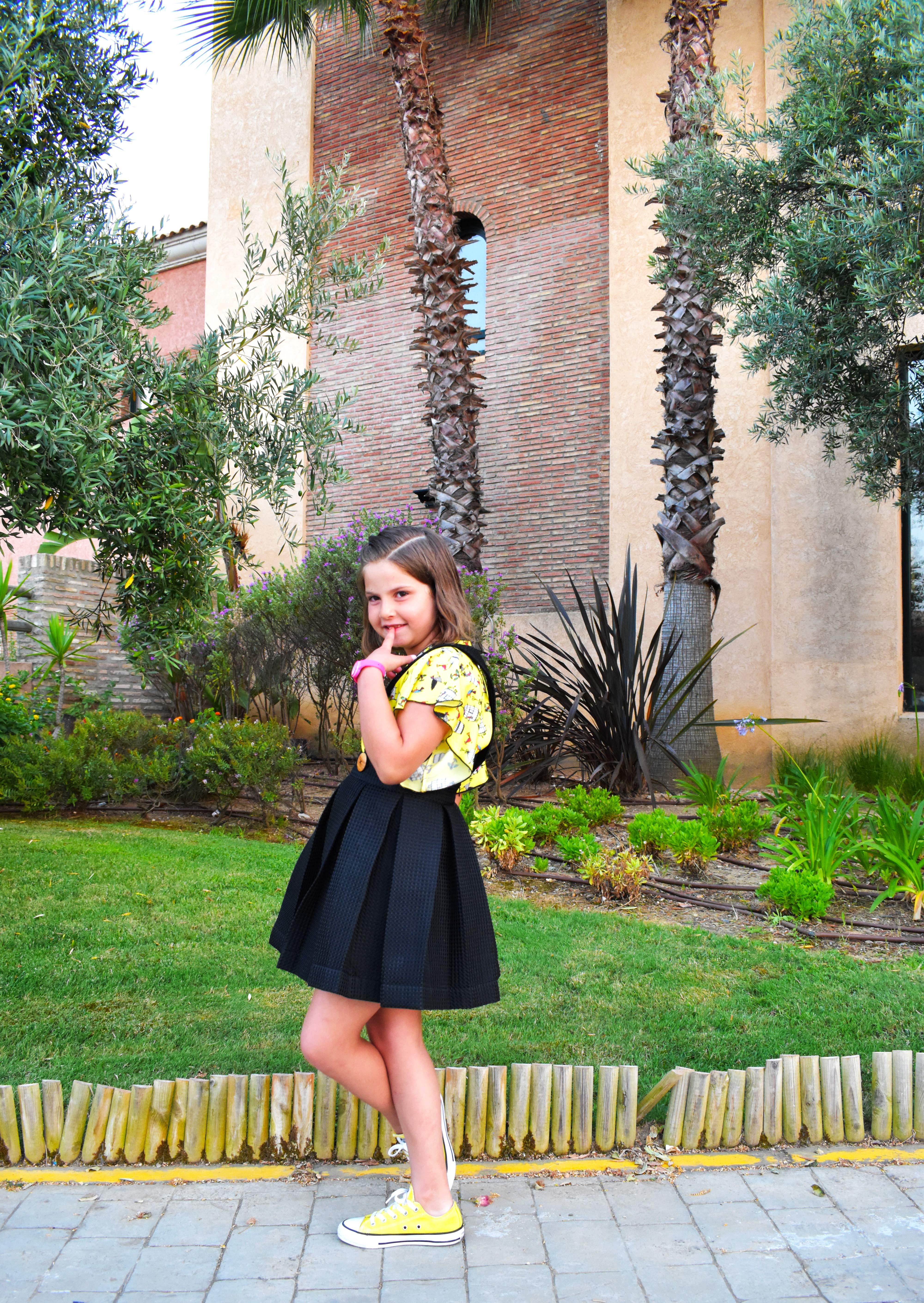 con la falda y la camisa de Moodblue me enamora...